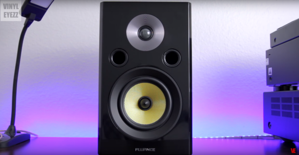 Vinyl Eyezz Reviews the Signature Series Bookshelf Speakers