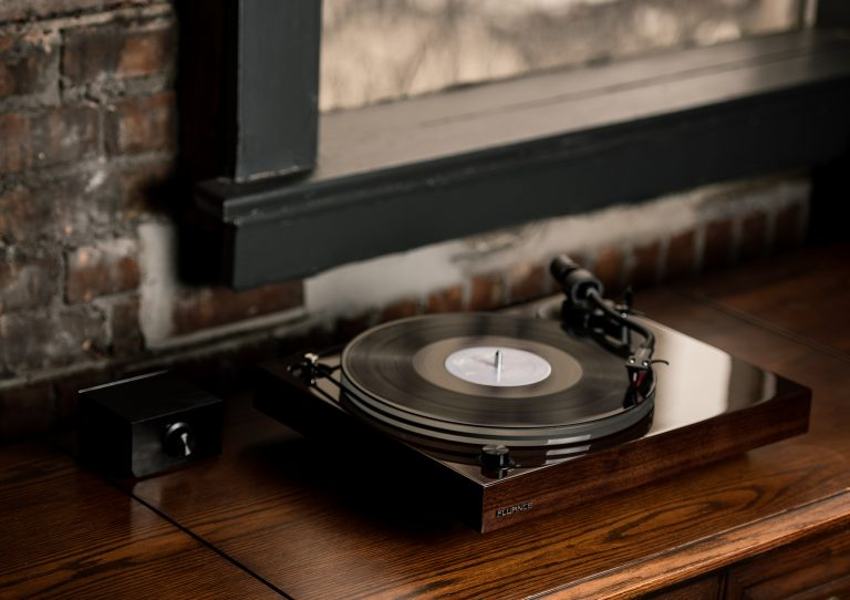 Fluance Reference Series - RT84
