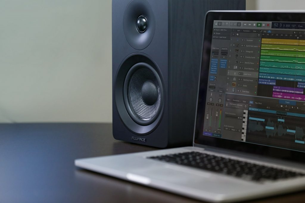 powered speakers vs studio monitors what 39 s the difference official fluance blog. Black Bedroom Furniture Sets. Home Design Ideas