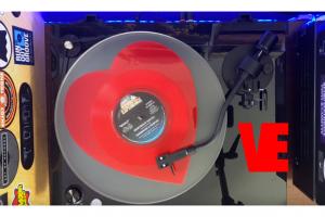 Vinyl Eyezz Loves the RT85
