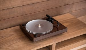 The Benefits of an Acrylic Platter for Turntables